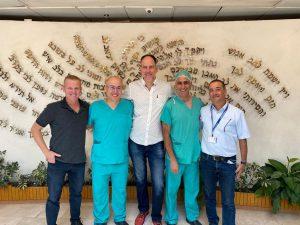אנשי הצוות הרפואי שהשתתפו בניתוח