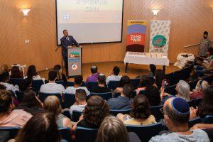 ראש העיר מדבר לפני בני הנוער