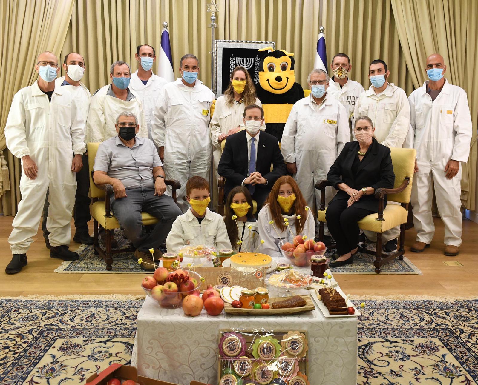 הנשיא ורעייתו במפגש עם הדבוראים