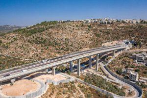 המנהרות והגשר