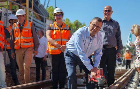 שלב הנחת המסילות בהארכות הקו האדום של הרכבת הקלה בירושלים יצא לדרך!