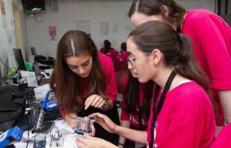 ברק בעיניים: נשים צעירות דתיות וחרדיות מהנדסות – הופכות את העולם