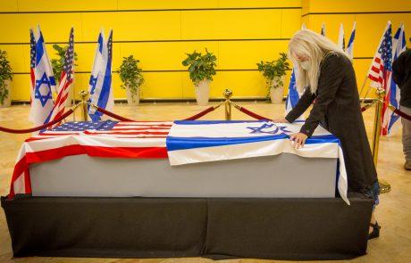 זכה וזיכה רבים: מסע הלוויה של הפילנתרופ שלדון אדלסון הגיע אמש לישראל