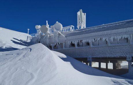 """צפו 📸 מראות נפלאים מהמפלס העליון בחרמון, השלג נערם לגובה של כ-70 ס""""מ"""