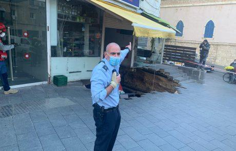 רצפת חנות קרסה במרכז העיר- כוחות במקום בסריקות לאיתור לכודים