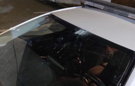 מחאה אלימה: יידו אבנים לעבר ניידת משטרה ונמלטו; שוטרים סמויים שפעלו באזור ביצעו מרדף אחר החשודים ועצרו אותם