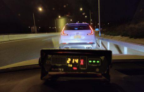 """נהג בן 22 נתפס ע""""י שוטרי אגף התנועה במהירות חריגה של 214 קמ""""ש"""