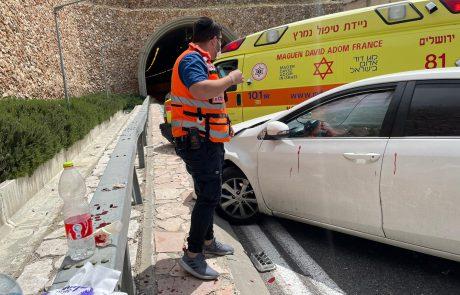 פצועה בינוני ו-2 פצועים קל בתאונה בכניסה למנהרת הארזים