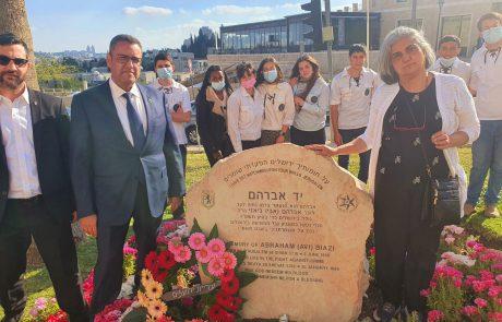 יום הזיכרון לחללי מערכות ישראל: חניכי תנועות הנוער בעיר הניחו זרי פרחים ב80 האנדרטאות בעיר ירושלים