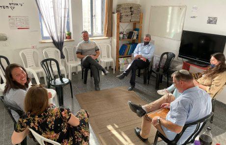 השר רפי פרץ ביקר בעמותת טנא ירושלמי בקרית היובל וחיזק את תלמידי המכינה