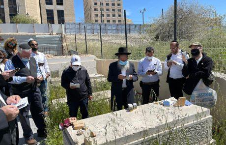 """מתנדבי זק""""א, חיילים ואזרחים עלו לקברו של חייל בודד, פנחס סולבייצ׳יק הי""""ד"""