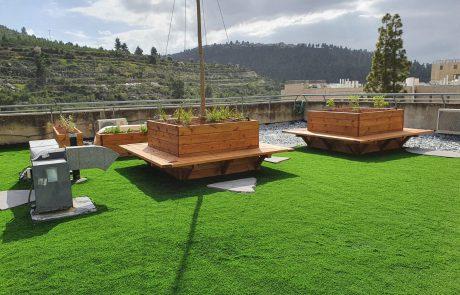 האוניברסיטה העברית חונכת שטח פנאי לסטודנטים על גג בניין הספרייה בקמפוס